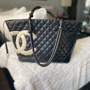 CHANEL quilted tote 🖤🤍🖤